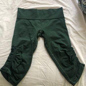 Cropped Green LULULEMON leggings